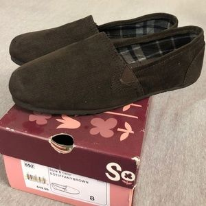 Like new Brown Corduroy slip on shoes by SO.